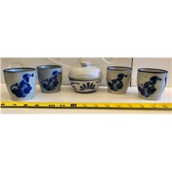 GR OF 5 BLUE FLOWERED CROCKERY CUP & COVERED BOWL