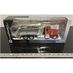PETERBILT MODEL 379 DIECAST CAR HAULER
