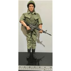 'SOLDIERS OF THE WORLD' - MODERN MILITARY FATIGUES FIGURINE