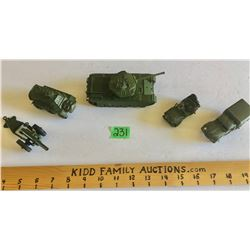GR OF 5, DINKY TOY MILITARY VEHICLES