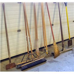 LARGE LOT OF ASSORTED CLEANING AND YARD TOOLS