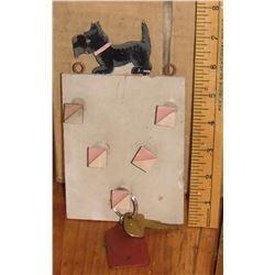 Scottie small old keys wood holder - bois pour clés, etc., décoration vieille avec chien pour mur