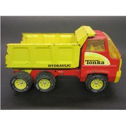 """Tonka Hydraulic Dump Truck- 13""""L X 6""""W X 7""""H"""