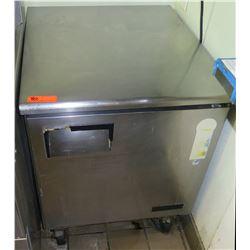 "Everest Refrigeration ETBR1 Solid Door Undercounter Refrigerator 27.5""W x 31.5"" x 35""H"