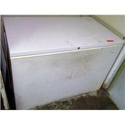 White Heavy Duty Top Loading Chest Freezer