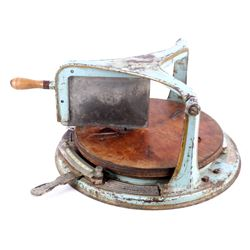 """Country Store """"Templeton"""" Cheese Cutter"""