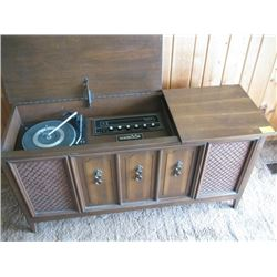 FLEETWOOD CABINET STEREO