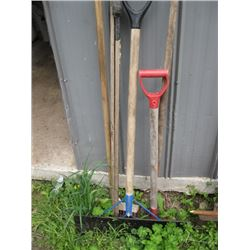 BUNDLE OF GARDEN TOOLS
