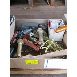 BOX OF ELECTRIC FENCE ACCESSORIES