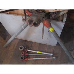 3 PIPE THREADERS & PART PIPE VICE STAND