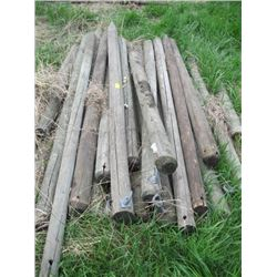 LOT OF ASSORTED WOODEN POSTS APPROX.26PCS, 4'-9' LONG