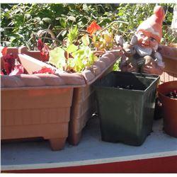 Photo petite décoration avec plantes au jardin LangdonArt - garden small decoration among plants
