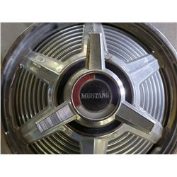 MUSTANG HUBCAPS NO RESERVE