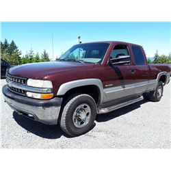 F5 --  2000 CHEVROLET SILVERADO K2500 4X4, RED, 135,900 KMS