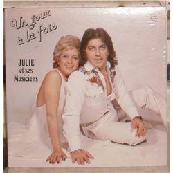 1981 LP MINT 33 record Julie et ses musiciens in French - en Français, encore tout neuf