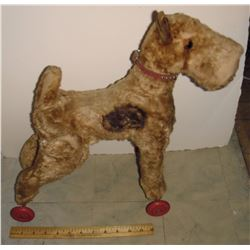 Very old as is dog on wheels toy you to rescue it - Très vieux jouet chien sur roues besoin hôpital