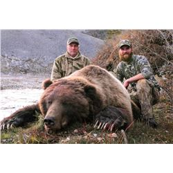 10 - DAY GRIZZLY HUNT IN THE YUKON