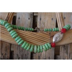 """JADE GREEN STONE CHUNKY WESTERN NECKLACE/11"""" LONG"""