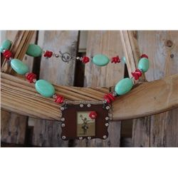 CHUNKY GREEN AND RED STONE NECKLACE WITH VINTAGE PENDANT/Chunky necklace with green and red stones C