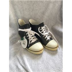 DAV BRAND/SIZE 9/BLACK AND WHITE CONVERSE LOOKING RUBBER BOOT/SHOE