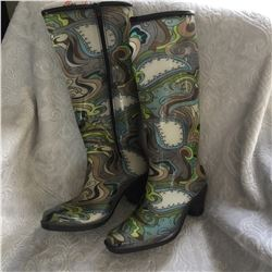 LADIES SIZE M RUBBER BOOT/PEACOCK DESIGN