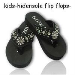 KIDS/Black hide with spur rowel concho in middle/Crystals and studs throughout strap / rubber sole /