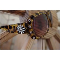 ANIMAL PRINT SUNGLASSES SPUR ACCENT/Clear crystal spur accent on sides of arms