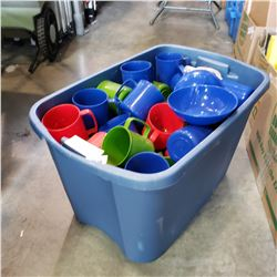 TOTE OF PLASTIC BOWLS, MUGS, AND CUTLERY