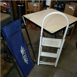 2 STEP WHITE FOLDING LADDER AND PITSTOP SHOP CREEPER