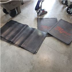 4 RUBBER MATS AND PAIR OF MUD FLAPS