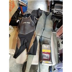 3 WET SUITS AND EVERLAST HEAVY BAG GLOVES