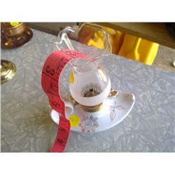 White and Gold Flower Kerosene Lamp