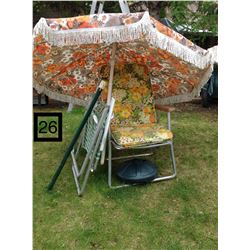 1970'S OUTDOOR UMBRELLA AND FOLDING CHAIRS.