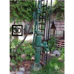 OLD GREEN WELL PUMP (NOT WORKING)FOR DISPLAY ONLY
