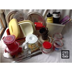 LOT OF ASSORTED KITCHEN WARES.