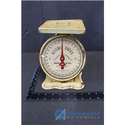 Vintage Queen Kitchen Household Scale