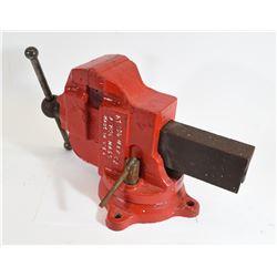 Athol M&F Co 624 Rotating Bench Vice