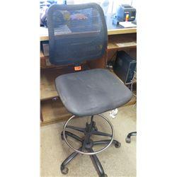 Rolling Office Chair w/ Black Net Back & Foot Rest