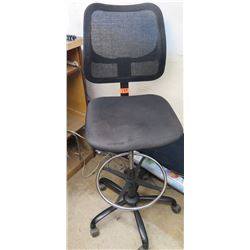 Rolling Office Chair w/ Black Net Back & Foot Rest