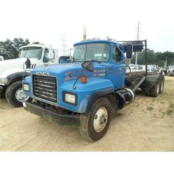 2000 MACK RD690S Roll Off Truck