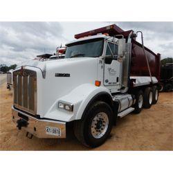 2014 KENWORTH T800 Dump Truck