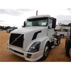 2014 VOLVO  Day Cab Truck