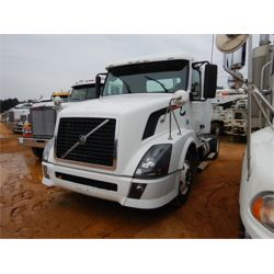 2011 VOLVO  Day Cab Truck