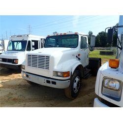 2001 INTERNATIONAL 4700 Day Cab Truck