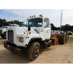 1998 MACK DM690S Roll Off Truck
