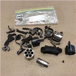 LOT OF MISC RIFLE PARTS