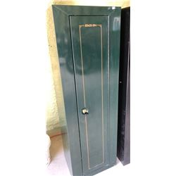 6 GUN METAL STACK-ON CABINET WITH KEY