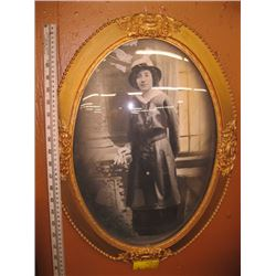 OVAL CONVEX PICTURE FRAME WITH PHOTO