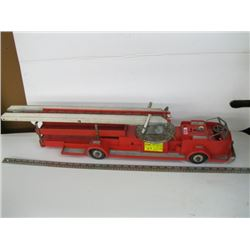 LARGE METAL/PLASTIC FIRE TRUCK