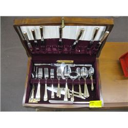 CASED STAINLESS FLATWEAR SET WITH GOLD TRIM